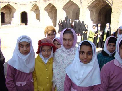 بازدید دانش آموزان مدارس راهنمایی و ابتدایی جویم از کاروان سرای خواجه ابوالحسن